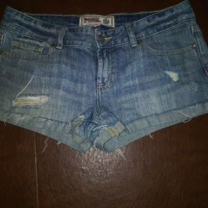 Size 6 distressed Victoria secert denim shorts.